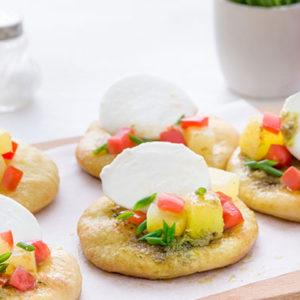 http://localhost/vallelata_old/wp-content/uploads/2015/05/090_pizzette_patate_pesto_mozzarella_ricetta.jpg