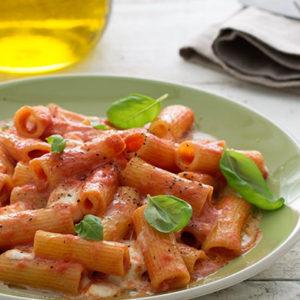 http://localhost/vallelata_old/wp-content/uploads/2016/10/185_pasta_mozzarella_basilico_ricetta.jpg